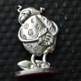 GOTLIB Coccinelle mains dans le dos figurine en étain TL
